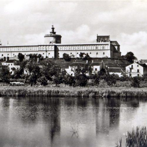 Panorama na Zamek. Ok. 1940 rok. Zdjęcie z serii pocztówek Wydawnictwa Stengel. Pocztówka ze zbiorów Wojciecha Turżańskiego