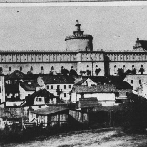 Widok na Zamek i Podzamcze z ulicy Podwale. Fotograf nieznany