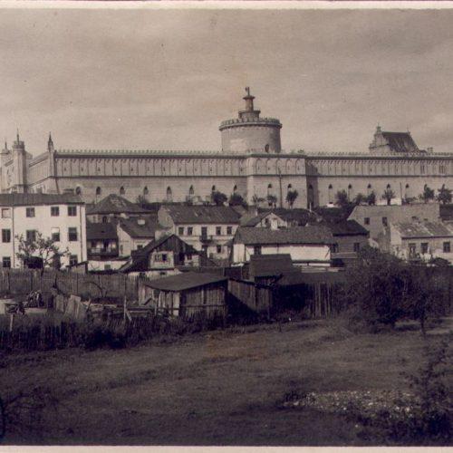 Panorama Zamku i Podzamcza. Fotograf nieznany. Zdjęcie ze zbiorów Krystyny Miernowskiej