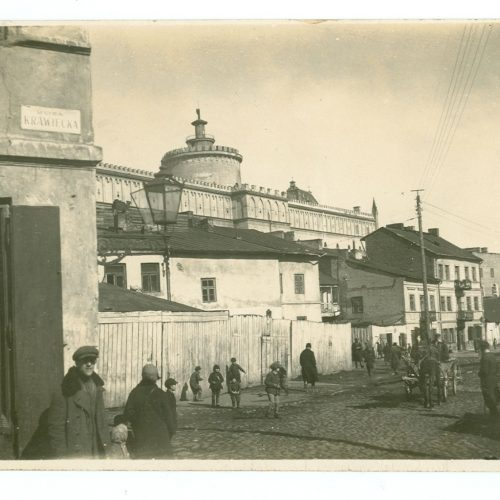 Widok Zamku i fragmentu ulicy Krawieckiej. Fotograf nieznany. Zdjęcie ze zbiorów Zbigniewa Nestorowicza
