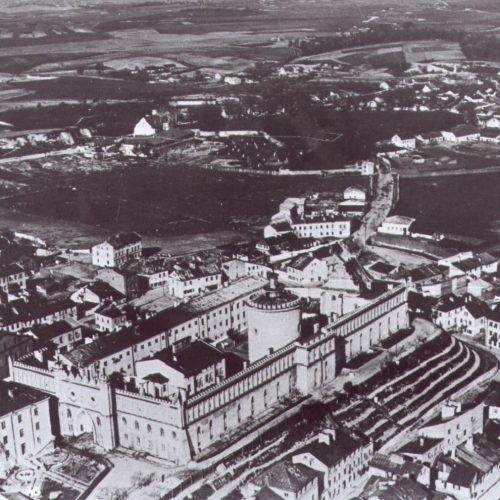 Fotografia lotnicza okolic Zamku. Lata 20. XX wieku. Źródło: Instytut Sztuki PAN