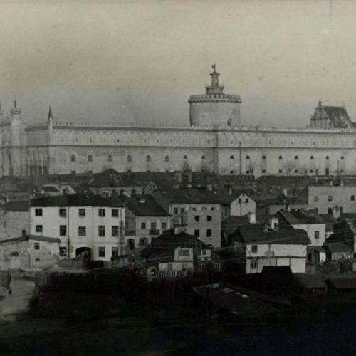 Widok na Zamek i zabudowę ulicy Krawieckiej. Fotograf nieznany