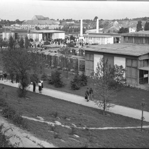 Pawilony wystawowe Centralnej Wystawy Rolniczej, 1954 rok. Fot. Edward Hartwig
