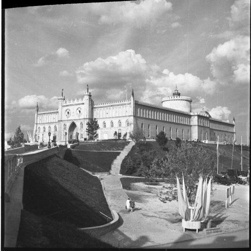 """Błonia pod Zamkiem"" w dniu 22 lipca 1954 roku. Fot. Edward Hartwig"