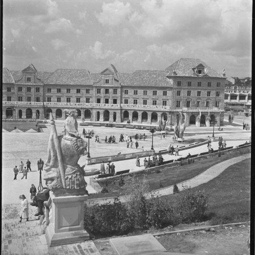 Przygotowania do uroczystości X-lecia PKWN na placu Zebrań Ludowych w dniu 22 lipca 1954 roku. Fot. Edward Hartwig