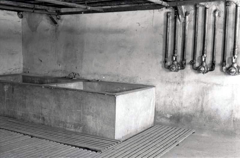 Łaźnia na terenie byłego obozu koncentracyjnego na Majdanku, fot. Edward Hartwig