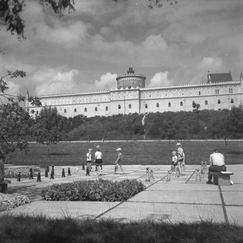 """Błonia pod Zamkiem"", lata 70. XX wieku. Fot. Edward Hartwig"