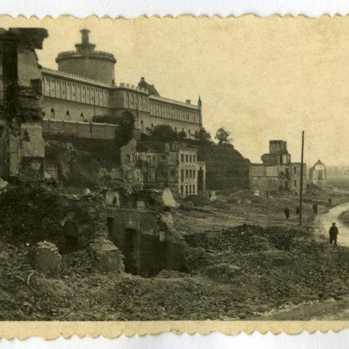 Ruiny ulic Krawieckiej i Podzamcza. Fotograf nieznany. Zdjęcie ze zbiorów Samorządowej Fototeki Konserwatorskiej