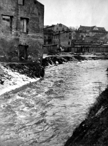 Wzburzone wody Morza Kokebebe! Ulica Browarna podczas powodzi z 1947 roku, ze zbiorów Wydziału Architektury, Budownictwa i Urbanistyki Urzędu Miasta Lublin