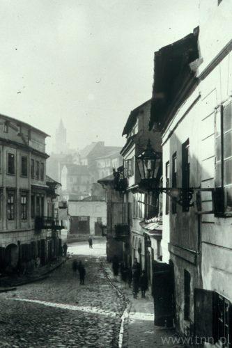 Widok w dół ulicy Zamkowej (Szlosbarg) w kierunku Bramy Grodzkiej, ze zbiorów Wojewódzkiego Oddziału Państwowej Służby Ochrony Zabytków w Lublinie