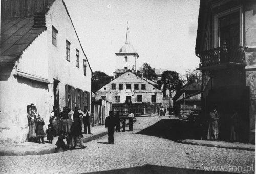 Skrzyżowanie Mostowej (na wprost) z Jateczną, w tym miejscu zaczynało się lebn kwores brikl, ze zbiorów OGBTNN