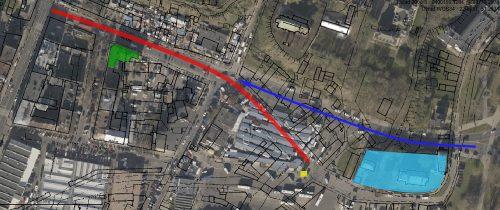 Kolor czerwony – przedwojenny bieg Ruskiej; ciemny niebieski – obecny; kolorem jasnoniebieskim zaznaczono Katedrę Przemienienia Pańskiego; żółtym – studnię u zbiegu Szerokiej i Ruskiej; zielonym – przedwojenny budynek przy Targowej, na bazie mapy przygotowanej przez geoportal2.lublin.eu