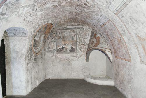 Piwnica pod Fortuną – dekoracje ze sztambucha